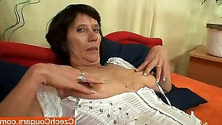 Mature brunette drills her cunt with a dildo in hot solo scene
