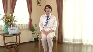 Japanese babe Suzuki Sachiko gets fucked in missionary position