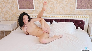 Wizened brunette Flora Y takes elsewhere her cut-offs and masturbates